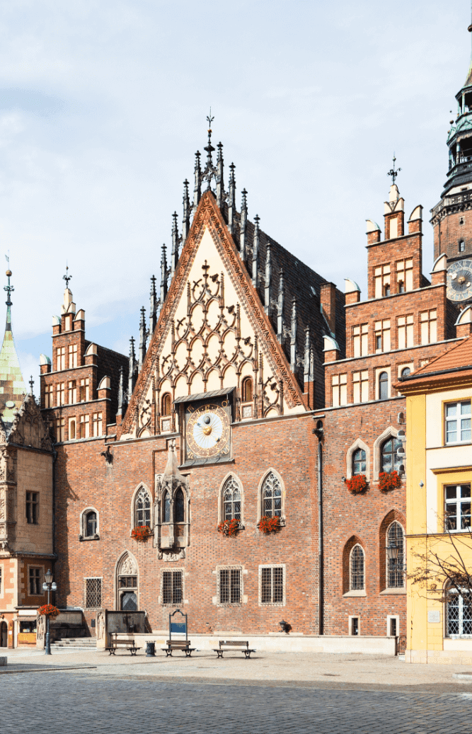 old town hall on market square in wroclaw city PDRVZLH